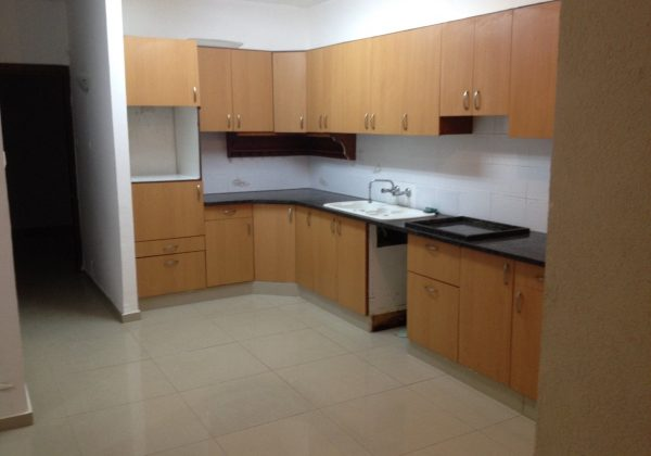 להשכרה דירה משופצת 4 חדרים במרכז אריאל