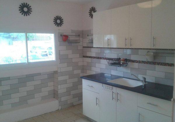 להשכרה דירת ארבעה חדרים באריאל