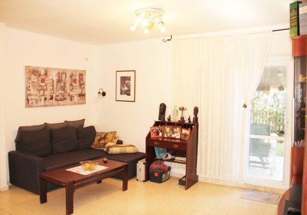 למכירה באריאל  דירת גן 4 חדרים