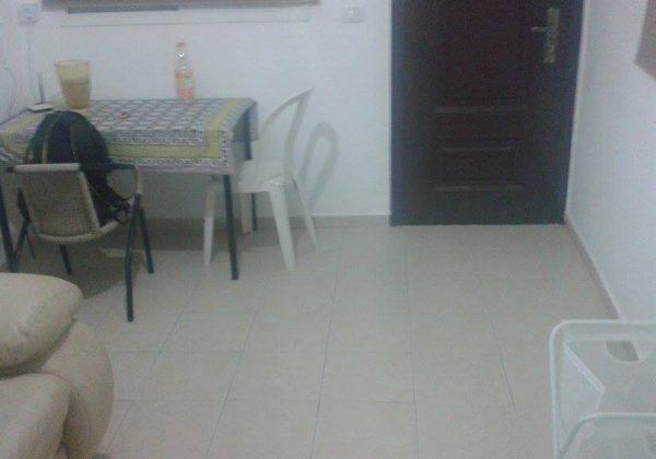 להשכרה דירת שני חדרים + מרפסת באריאל