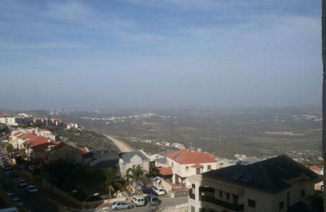 להשכרה באריאל דירת ארבעה חדרים